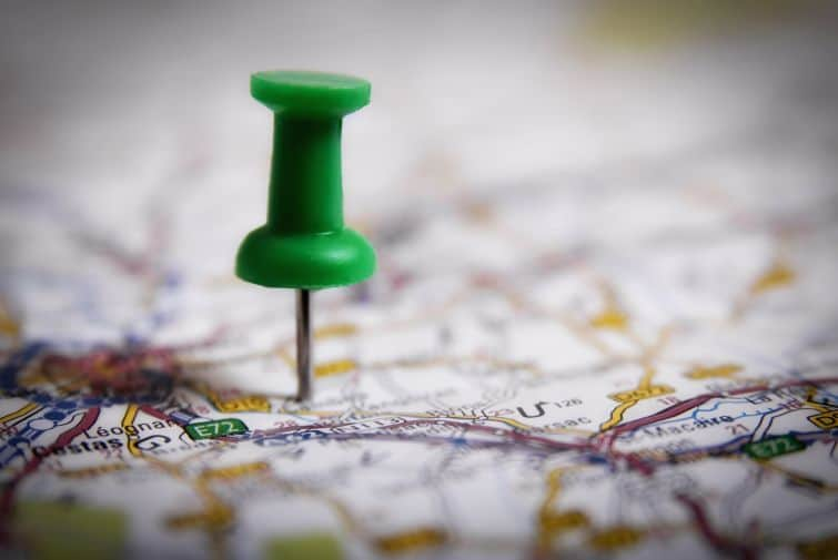 Thumbtack on a map symbol of where to go on retreat